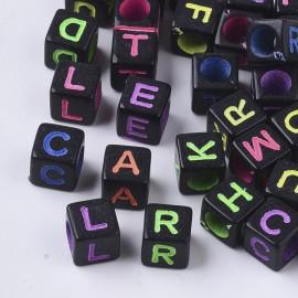 Abalorios negros con letras de colores. Tamaño 6 mm