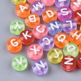 abalorios con letras blancas en colores variados