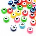 abalorios de colores con diseños de ojos turcos