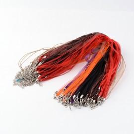 Collares de cintas y cordones, en colores variados