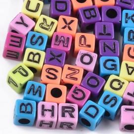 Cubos de colores con letras negras. Tamaño 7mm