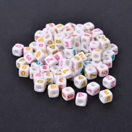 Paquete de cubos blancos con numeros y simbolos. Acrilico